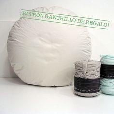 Relleno de tela blanca para hacer un puff de ganchillo o tricot con trapillo, cuerda, lana o algodón.Interior de espuma. Es suficientemente duro para que no se chafe y siempre mantenga la forma. También te puedes sentar encima y no te caes, lo tenemos comprobado!Medidas aproximdas: 50 x 25cm.Peso: 1,1 Kg.Hecho en España.Por la compra del puff recibirás en tu email el patrón de ganchillo para hacerlo.El material necesario para forrarlo con trapillo es de 3-4 co...