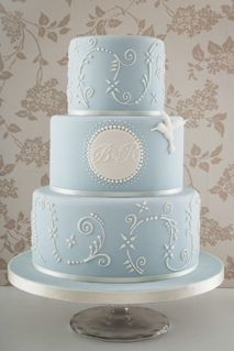 Vintage inspired wedding cake from the wonderful collection at Anna Tyler cakes  http://www.annatylercakes.co.uk/