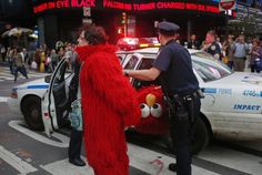 A man, dressed as the Muppet character Elmo, is arrested in New York's Times Square. The arrest took place after a loud verbal exchange between the man and tourists, witnesses said. The police at the scene did not give a reason for the arrest. New Pictures, Funny Pictures, Times Square, Elmo And Cookie Monster, Good Character, Weird News, Don Juan, Weird Stories, Latest Video