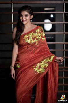 Fashion Tips Quotes .Fashion Tips Quotes Beautiful Girl Indian, Most Beautiful Indian Actress, Beautiful Saree, Beautiful Women, Bollywood Designer Sarees, Indian Photoshoot, Saree Models, Tamil Actress Photos, Beautiful Bollywood Actress