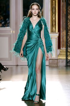 Zuhair Murad Fall/Winter 2012/2013 Couture Collection   #Fashion #Couture #Runway #HighFashion  #ZuhairMurad #Dress #Gown #Flower #Design #Clothes