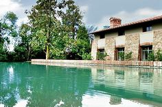 Camelie is a beautiful villa for rent in Pian di Scò, Italy. Guest Services, Vacation Villas, Best Vacations, Luxury Villa, Luxury Real Estate, Tuscany, Adventure Travel, Luxury Homes, Architecture Design