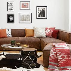 Ranch style The ethno trend is now moving to America – to a cozy ranch. Must-haves for urban Indians: leather Living Room Plan, Living Room Carpet, Ranch Decor, Indian Living Rooms, Carpet Trends, Beige Carpet, Kids Room Design, Ranch Style, Furniture