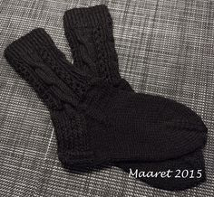 Palmikoita sukissa Socks, Fashion, Moda, Fashion Styles, Sock, Fasion, Stockings, Ankle Socks, Hosiery