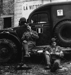 Прокрасться... Diary of Lenka LeSoleil: фотограф Роберт Капа/ photographer Robert Capa (Endre Ernő Friedmann, 1913-1954)