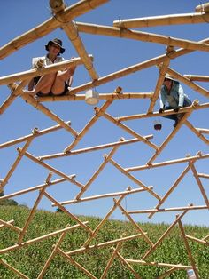 6 Beautiful Clever Tips: Backyard Garden Oasis Diy Projects garden ideas diy posts.Cottage Backyard Garden Woods garden for beginners patio. Bamboo Roof, Bamboo House, Bamboo Building, Natural Building, Bamboo Structure, Bamboo Construction, Bamboo Architecture, Bamboo Crafts, Bamboo Design