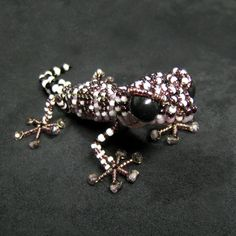 『へたな小細工しやがって』のこざいく堂さん Beaded Crafts, Beaded Ornaments, Beading Tutorials, Beading Patterns, Bead Lizard, Beaded Jewelry, Handmade Jewelry, Beaded Spiders, Polymer Beads