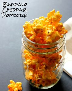 15 Homemade Popcorn Recipes For Movie Night is part of Popcorn recipes - Love popcorn Whether you're in the mood for something salty, sweet or even spicy, we've got you covered with these delicious and easy gourmet popcorn recipes Spicy Popcorn, Popcorn Snacks, Flavored Popcorn, Gourmet Popcorn, Popcorn Bar, Hot Cheese Popcorn Recipe, Popcorn Toppings, Gourmet Candy, Appetizers