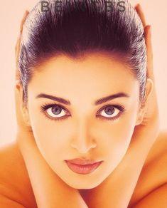 Bollywood Girls, Bollywood Actress, Bollywood Stars, Sonam Kapoor, Deepika Padukone, Beautiful Indian Actress, Beautiful Actresses, Simply Beautiful, Gorgeous Women