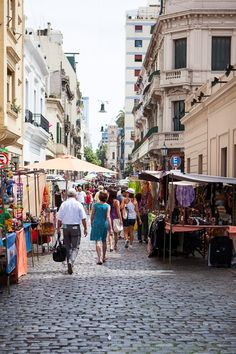 """Picture yourself here in  in Buenos Aires . On your next visit find the best paces for traditional cuisines with a FOOD TOUR. We recommend Viator"""" Find out more at: http://www.allaboutcuisines.com/food-tours/argentina/in/argentina #Food Tours Argentina #Travel Argentins #Argentinian Food"""