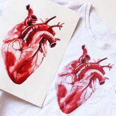 """Я напечатала ещё футболки-сердца ❤️ и завела профиль для своих принтов @dushasvobodaprint (скоро будет ещё 2). Футболки можно заказать, они очень хорошего качества (90% хлопок, 10% эластан, не вытягиваются); будут только белые, потому что сердце имитирует рисунок акварелью на бумаге - и в этом идея; 1500р. + 200 за доставку по России (3-4 дня); заказ через DIRECT  Белые футболки - нетленная классика и идеальная """"униформа"""" на лето. #dushasvobodaprint"""