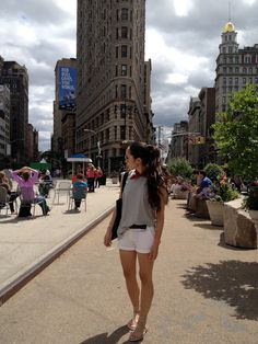 casual w/ a ponytail at the flatiron building, NYC