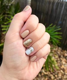 Semi-permanent varnish, false nails, patches: which manicure to choose? - My Nails Gelish Nails, Jamberry Nails, Diy Nails, Cute Nails, Classy Nails, Simple Nails, Trendy Nails, Wedding Nail Polish, Classy Nail Designs