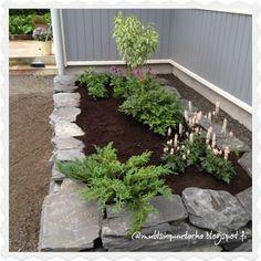 Multsin puutarha ja koti: Kukkapenkki muurikivistä Garden Paving, Garden Plants, Fire Pit Landscaping, Backyard, Patio, House Front, Go Outside, Dream Garden, Garden Inspiration