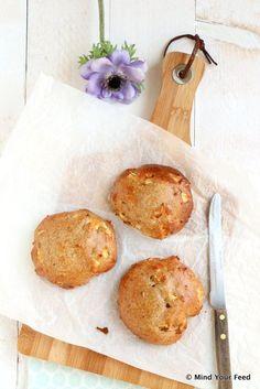 Appel kaneel broodjes - Mind Your Feed. Voor 4 broodjes: 75 gr havermout, 50 gr speltbloem, 125 gr volle kwark, 2 eieren, 1 grote zoete appel, 2 tl kaneel, 1 el olie, 2 el honing, snuf zout, 1 tl bakpoeder.