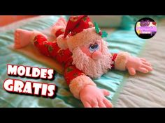 Cojín porta o guarda pijama de papa noel con cierre o cremallera (Moldes Gratis) Tiny Dolls, Xmas Decorations, Dory, Teddy Bear, Diy Crafts, Fabric, Christmas, Animals, Frozen