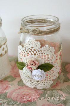 Romantic Mason Jars for Someone You Love for Valentine's Day - Crafts a la mode Mason Jar Art, Mason Jar Crafts, Diy Jars, Pots Mason, Mason Jar Vases, Diy Bottle, Bottle Crafts, Crafts To Make, Easy Crafts