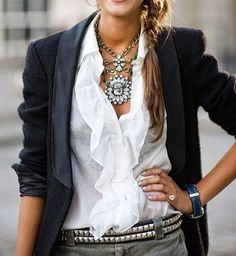 Sono capaci di risollevare un outfit e di rendere meno noioso il solito abitino nero, senza gli accessori il nostro guardaroba non sare...