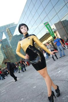 A Lady Data Cosplay, from Star-Trek: TNG