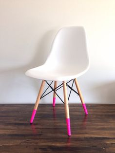 Bunte Stuhlbeine geben Deinem Stuhl gleich einen anderen Look >> Love the look of dipped furniture but can't commit? WASHI TAPE IT! Solid neon pink washi tape by willowwashi on Etsy