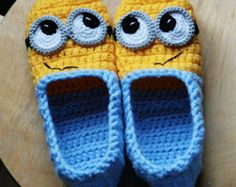 Crochet Minion Slippers adult kids sizes por AtelierHandmadecom