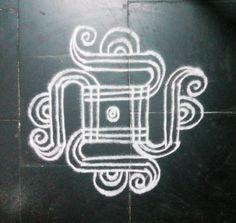 Small Rangoli Design, Rangoli Border Designs, Rangoli Designs With Dots, Rangoli With Dots, Beautiful Rangoli Designs, Simple Rangoli, Rangoli Borders, Kolam Rangoli, Flower Rangoli