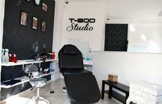 tattoo studio interior - Pesquisa Google                                                                                                                                                     Más
