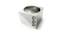 ANILLO IR-4/3 - IK Joyeros Colección uno. Anillo cuadrado en acero inoxidable con 3 diamantes .05 cts.   #Joyatlan #JoyeríaMexicana