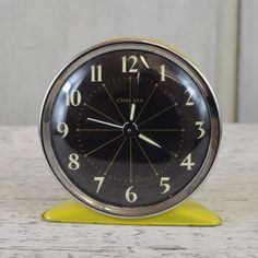 Super cool, retro alarm clock with a black face and white numerals, and a bright yellow metal casing. In full working order. The condition is vintage. Decor Interior Design, Interior Design Living Room, Interior Styling, Room Interior, Retro Alarm Clock, Vintage Alarm Clocks, Sand Crafts, Faux Flowers, Bright Yellow