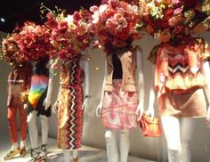 The big department store (grand magasin) always has beautiful window displays and these are no exception: the ideas, the colours...