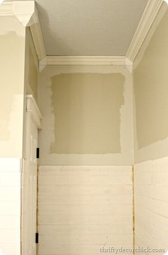 Thrifty Decor Chick: Cheater crown molding
