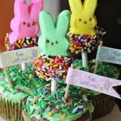 http://food.tipjunkie.com/easter-peeps-cupcakes-and-a-free-printable/