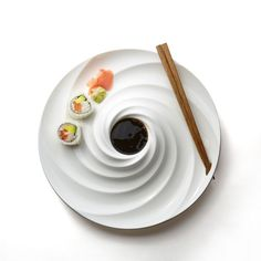 TYPHOON SUSHI Top View Pottery Plates, Ceramic Plates, Ceramic Pottery, Ceramic Art, Plate Design, Food Design, Sushi Set, Pharmacy Design, Pottery Designs