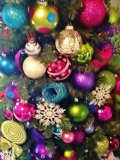 Loving these colors! I have a small white tree with lime slices and glittery red thingies on it.So pretty and different**