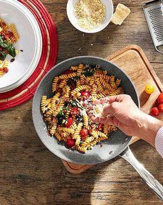 Jak se vaří v cizině: Kuchyňské pomůcky pro mezinárodní kuchyni Pasta Dinner Recipes, Chicken Pasta Recipes, Healthy Pasta Recipes, Healthy Pastas, Noodle Recipes, Real Food Recipes, Pizza, Soul Food, Ethnic Recipes