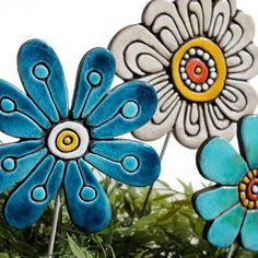 gvega - Ceramic flower garden art - abstract, (/) click the image for more details. Clay Art Projects, Ceramics Projects, Clay Crafts, Ceramic Clay, Ceramic Pottery, Pottery Art, Pottery Ideas, Ceramic Flowers, Clay Flowers
