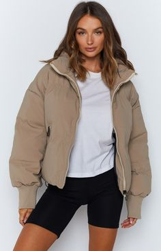Ladies Down Coats, Casual Weekend Outfit, Winter Jackets Women, Fall Jackets, Puffy Jacket, Lookbook, Minimal Fashion, High Collar, Dresses