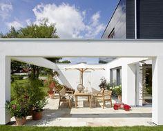 Kleinen Garten Modern Gestalten - Holzboden, Zierkies ... Ideen Tipps Gestaltung Aussenraume