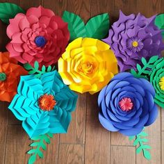 Free Flower Template: How to Make Large Paper Flowers Giant paper flowers Big Paper Flowers, Paper Flower Wall, Paper Flower Backdrop, Diy Flowers, Large Flowers, Flower Colors, Potted Flowers, Giant Flowers, Flower Pots