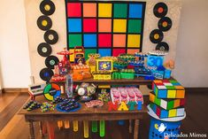 Then bet on the theme party. This theme serves as inspiration to create a colorful, 80s Birthday Parties, 90s Party, 40th Birthday, Halloween Party, Vintage Birthday, Vintage Party Decorations, Birthday Decorations, 90s Theme, Party Themes