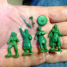 The second batch of 28mm Viking Shieldmaidens for Bad Squiddo games, heading out tomorrow. #vikings #miniatures #saga #shiedmaiden #commission #wargaming #scupting
