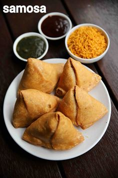 samosa recipe | samosa banane ki vidhi | samosa banane ka tarika | aloo samosa with step by step photo and video recipe. there are myriad deep fried snack recipes across indian cuisine, but samosa is an undisputed king of it. there are different types or extension recipe to the traditional potato stuffed samosa. but this recipe post sticks back to the traditional punjabi aloo stuffed deep fried samosa recipe.