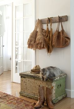Love the kitty, fits so well (pinned from Fabulous Fifi)