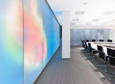 Architectura - Luminous Textile zorgt voor dynamisch en geluiddempend interieur / @Philip Williams Saunders Lighting