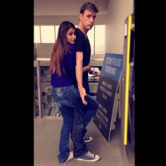 Ileana D'cruz shares this adorable Pic with her BF and we found it too cute to handle