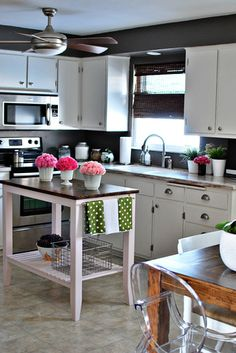 love the trio of floral vases   Funky Teen Girl Rooms Design, Pictures, Remodel, Decor and Ideas - page 132