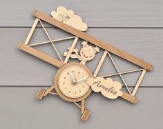 Aeroplano vivero reloj madera niños por graphicspaceswood en Etsy