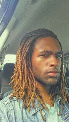 Only like the dreads Blonde Dreadlocks, Dreadlocks Men, Dreadlock Hairstyles For Men, Dreadlock Styles, Black Men Hairstyles, Black Hair With Highlights, Hair Highlights, Colored Dreads, Natural Hair Styles