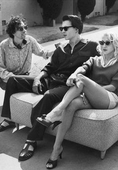 tim burton, johnny depp, and sarah jessica parker on the set of ed wood (1994)