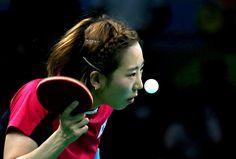 La sucoreana Yang Ha-Eun of South Korea compitiendo en los cuartos de final de tenis de mesa.